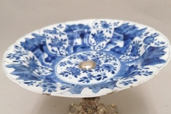 Antiek blauw witte sierschotel na.jpg