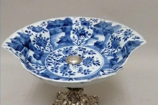 Antiek blauw witte sierschotel voor.jpg