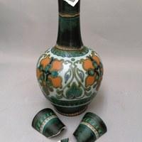 Schade aan een vaas van Gouda Plateel 1.jpg