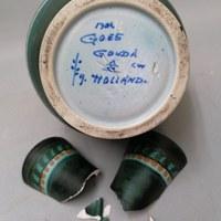 Schade aan een vaas van Gouda Plateel 2.jpg