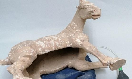 Restauratie van een Tang Dynasty paard
